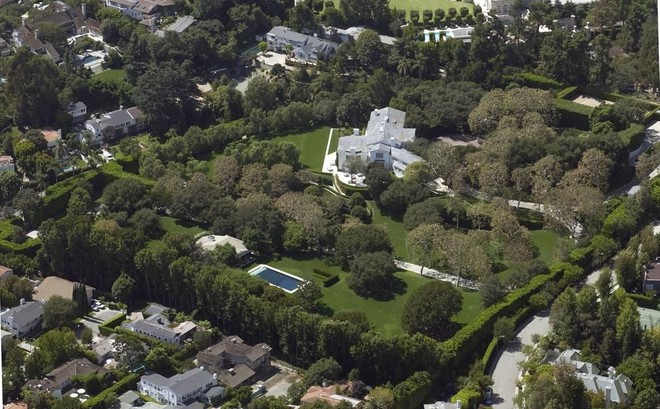 """Jeff Bezos ha acquistato per la cifra record di 165 milioni di dollari """"Warner Estate"""" a Beverly Hills"""